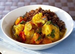 Indisk grönsakscurry med quinoa