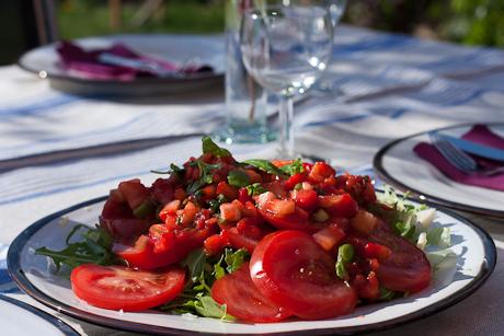 Tomatsallad med jordgubbssalsa