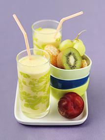 Smoothie med yoghurt, mango och apelsinjuice
