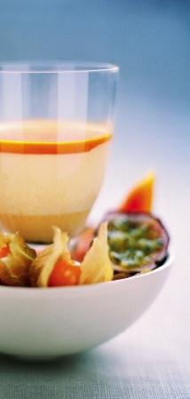 Havtornspannacotta med fruktsallad