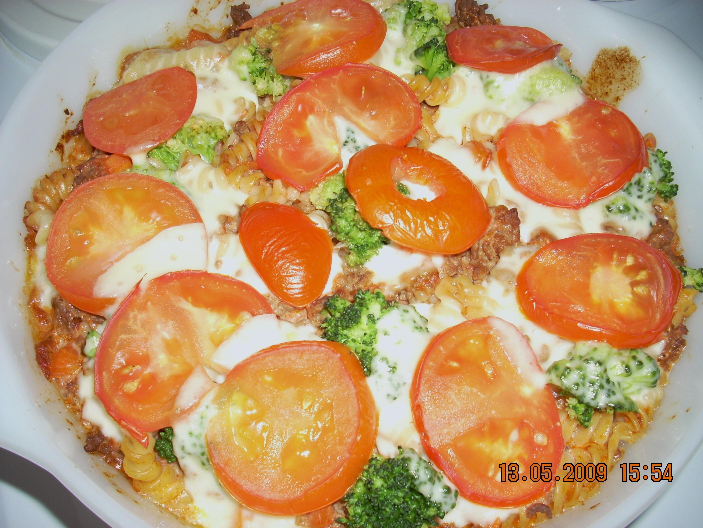 Pastagratäng med mozzarellatäcke
