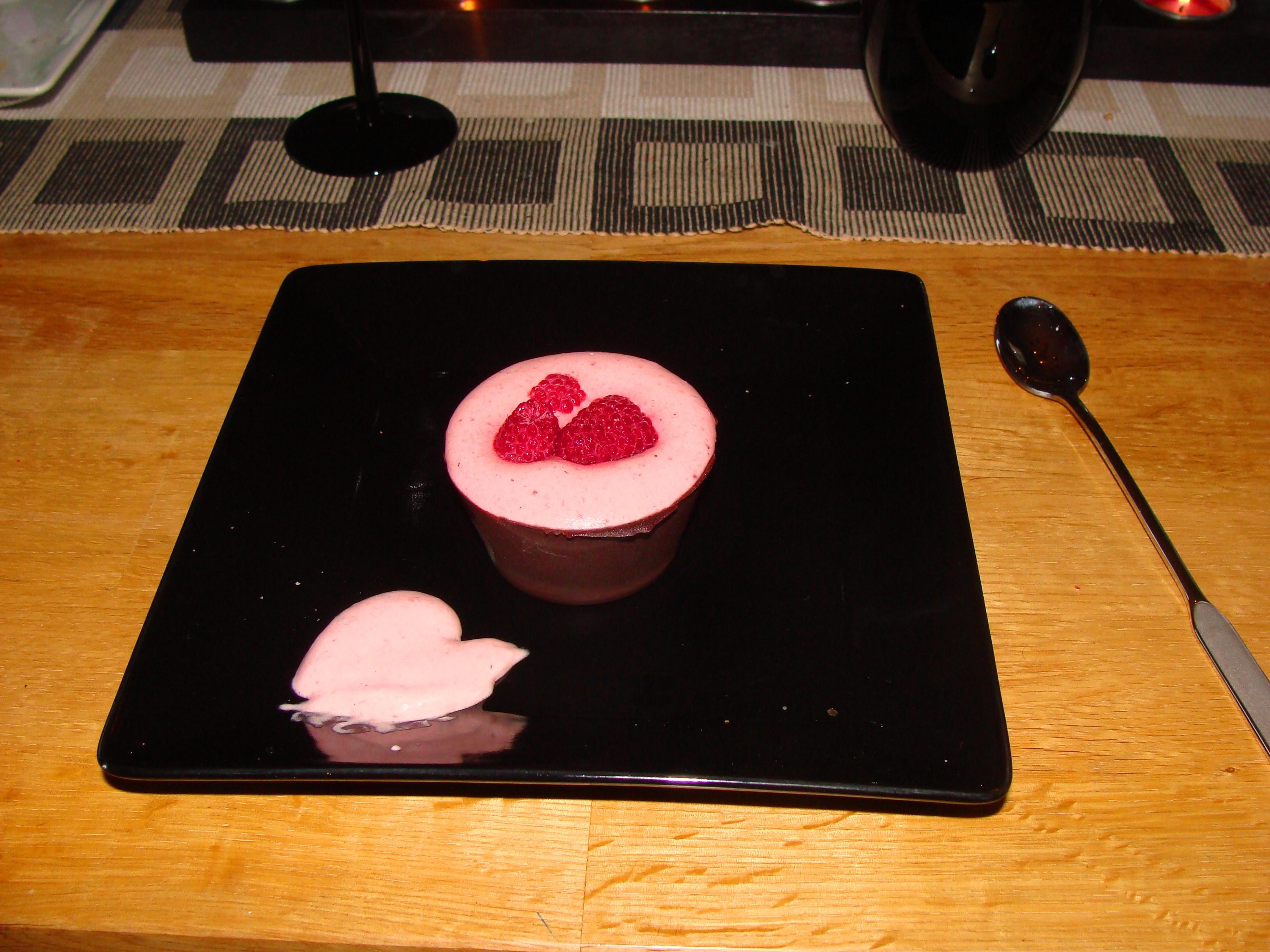 Jordgubbsmousse i choklad
