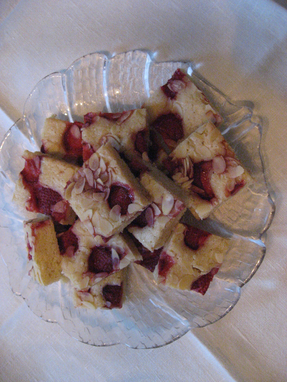 långpannekaka med jordgubbar