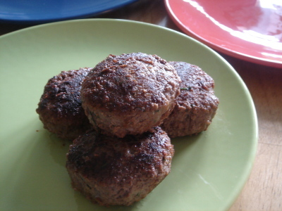 Köttfärsbiffar med mango chutney och sås