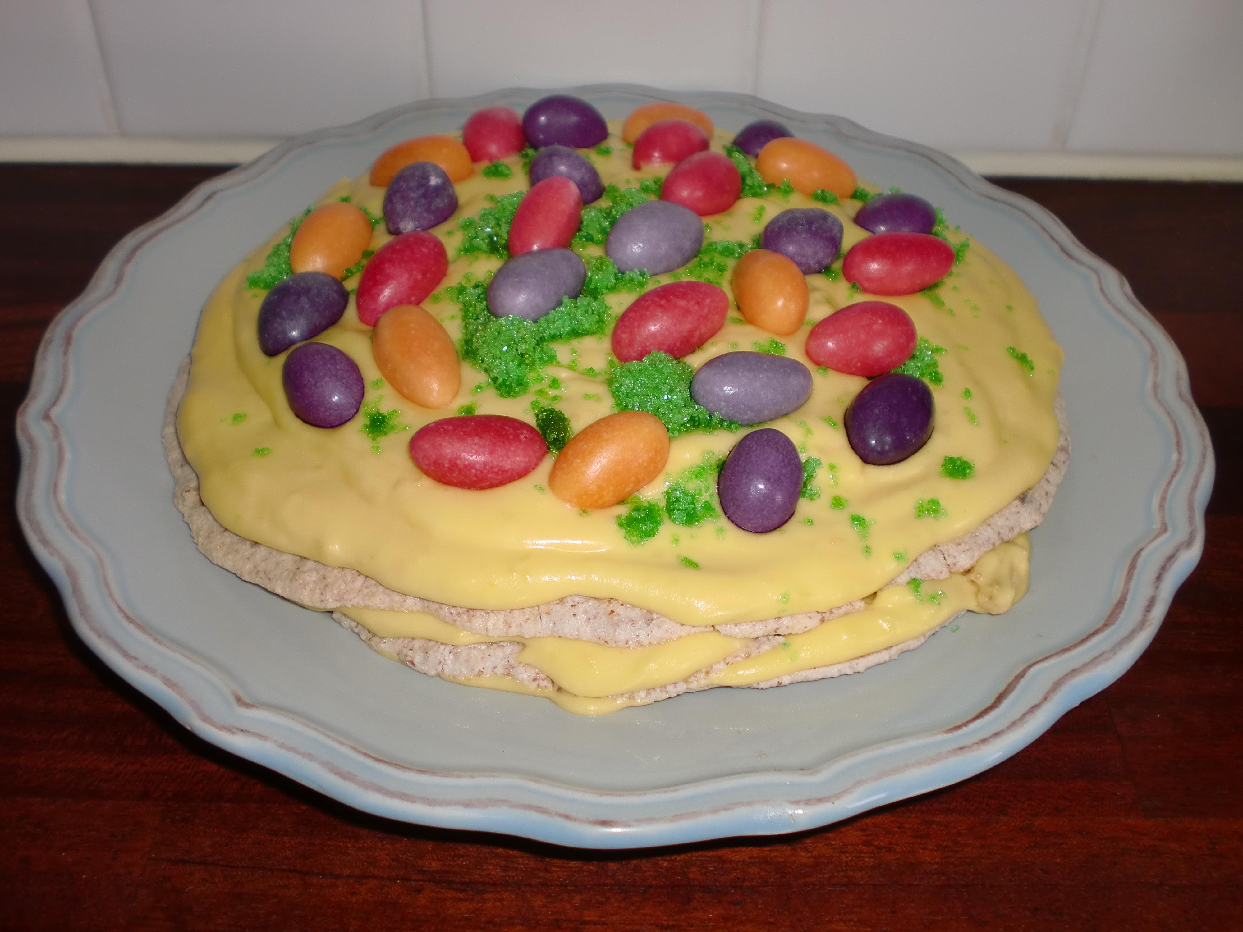 mandeltårta med gul kräm