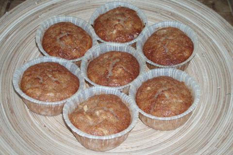 äppelmuffins med krämig kaneltopping