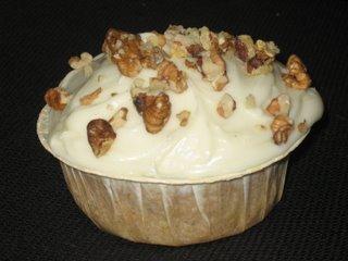 Morotskakemuffins med Cream Cheese-glasyr och valnötter