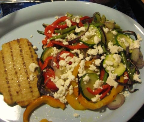 Grönsaker i ugn med vegfilé och fetaost