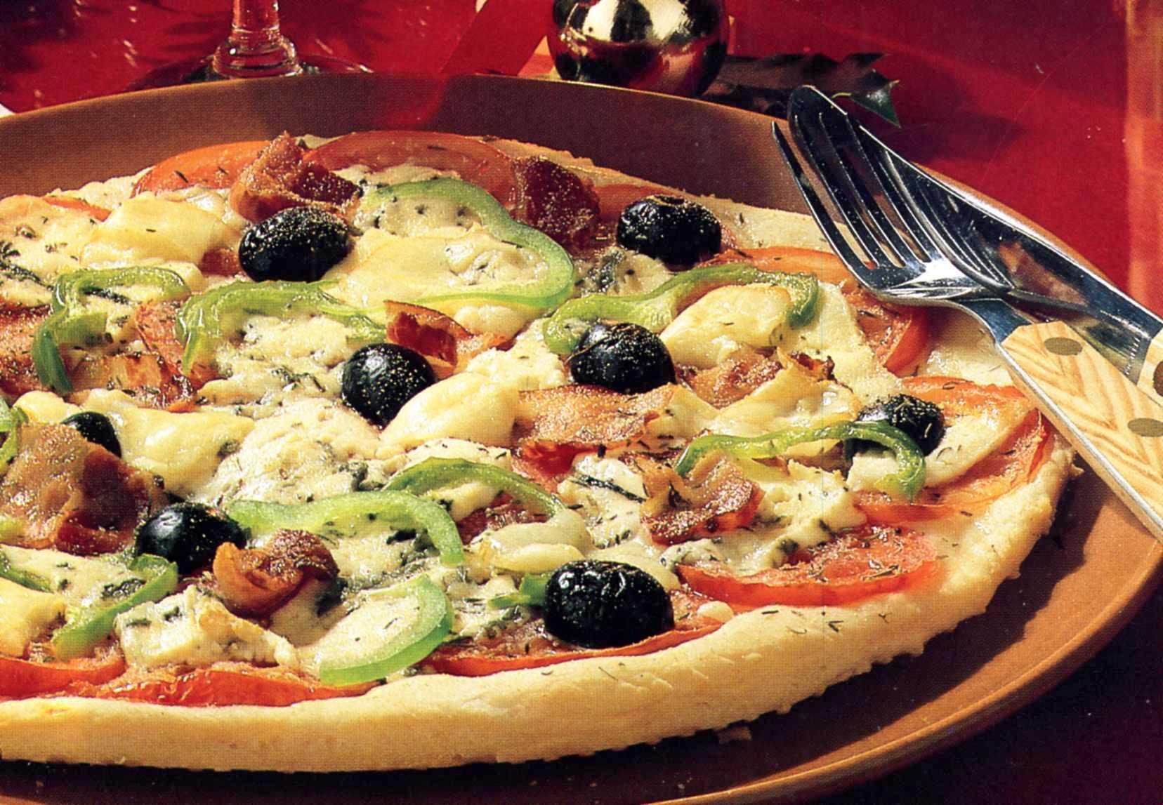 Pizza med ädelost och bacon