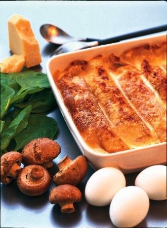 Parmesancrêpes med kyckling, svamp och spenat
