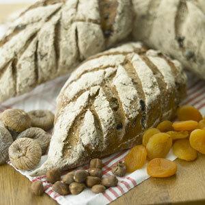 Påskbröd med frukt och nötter