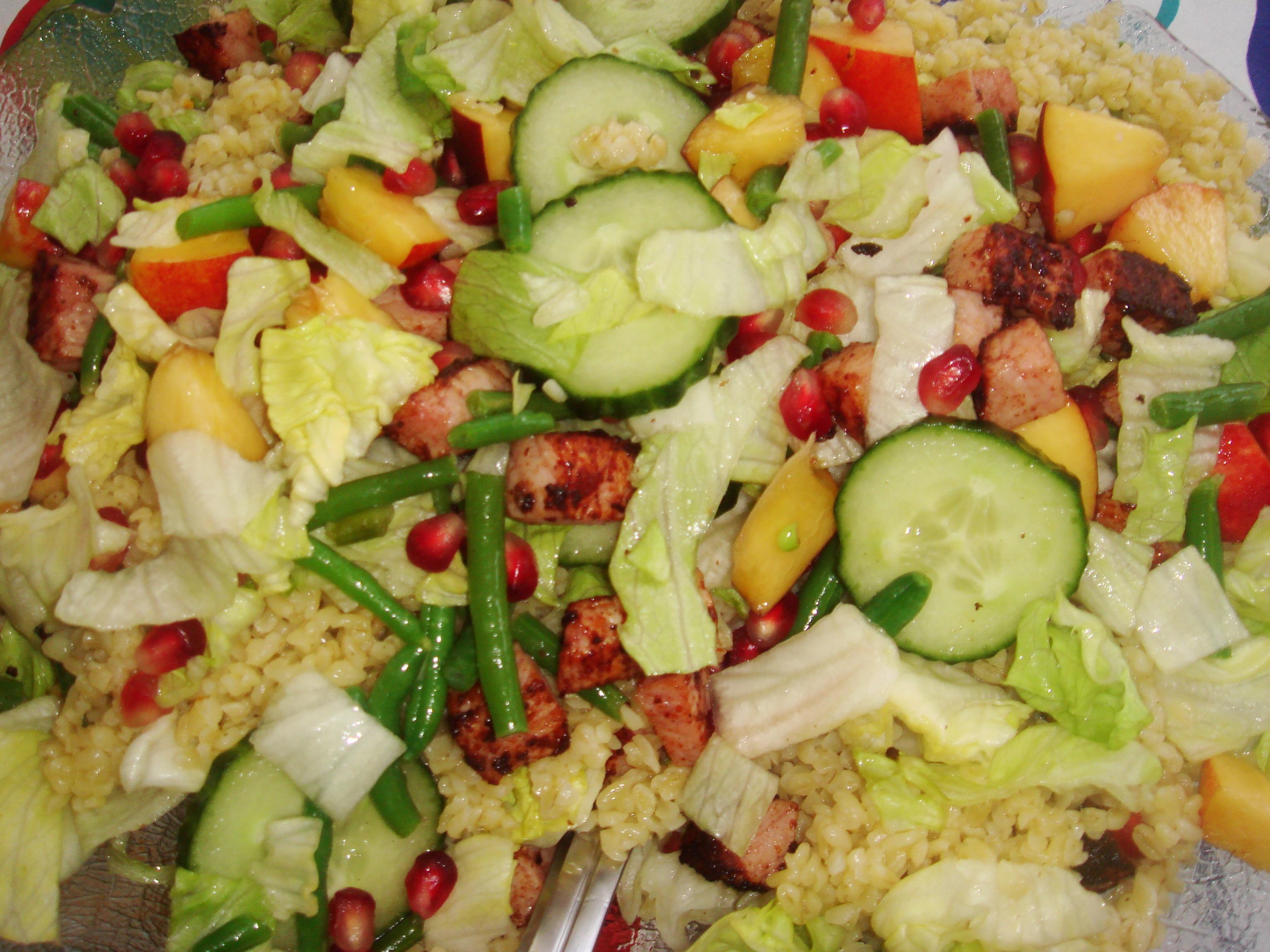 sallad med frukt och grönsaker