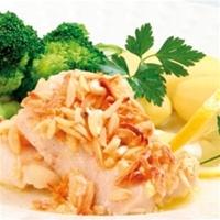 Mandelfisk med kokt potatis och broccoli