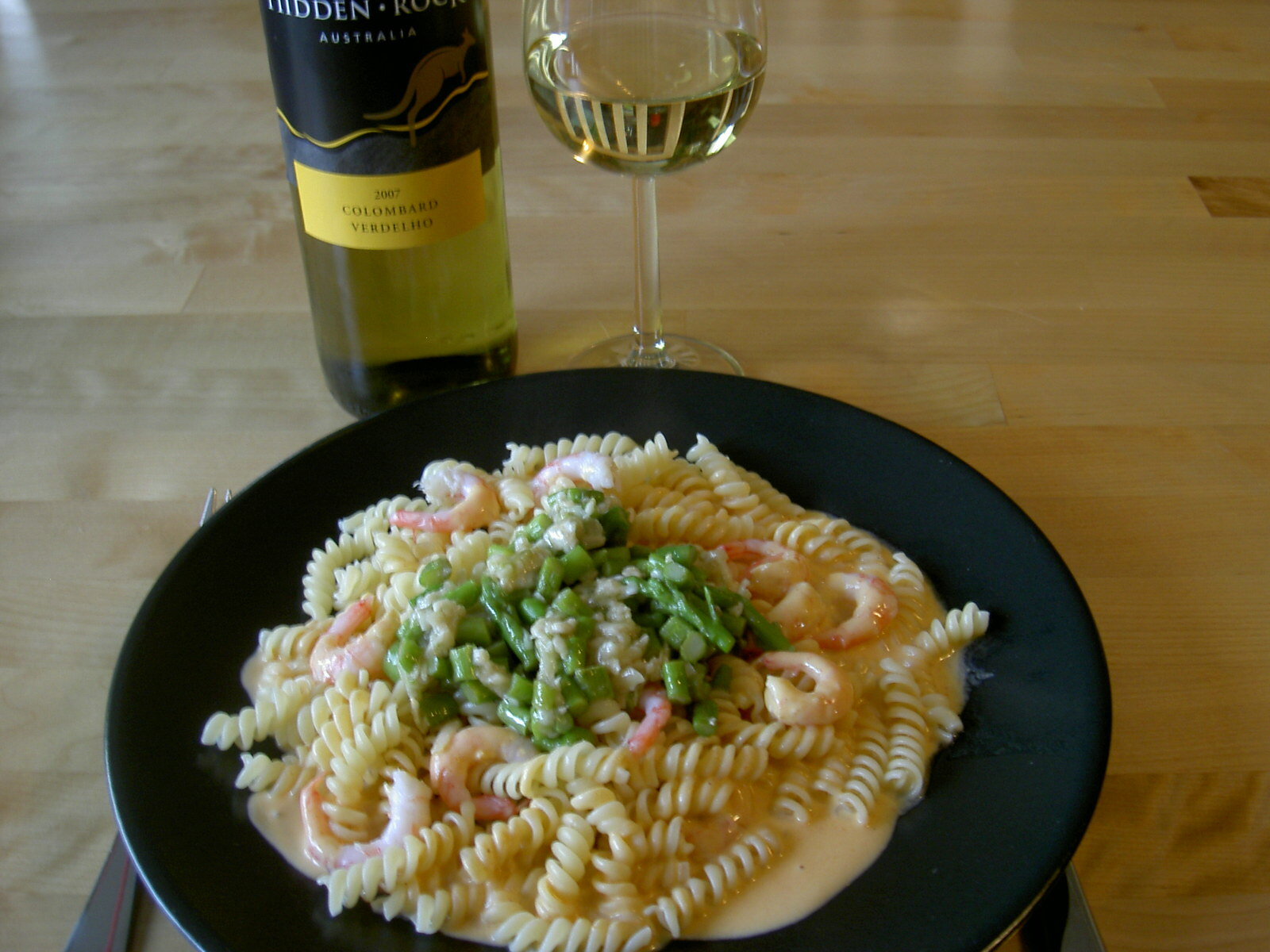 Pasta med hummersås, räkor och parmesanstekt sparris