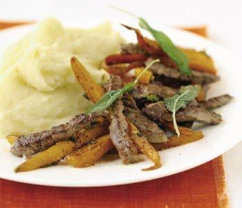 Strimlat nötkött med salviastekta morötter