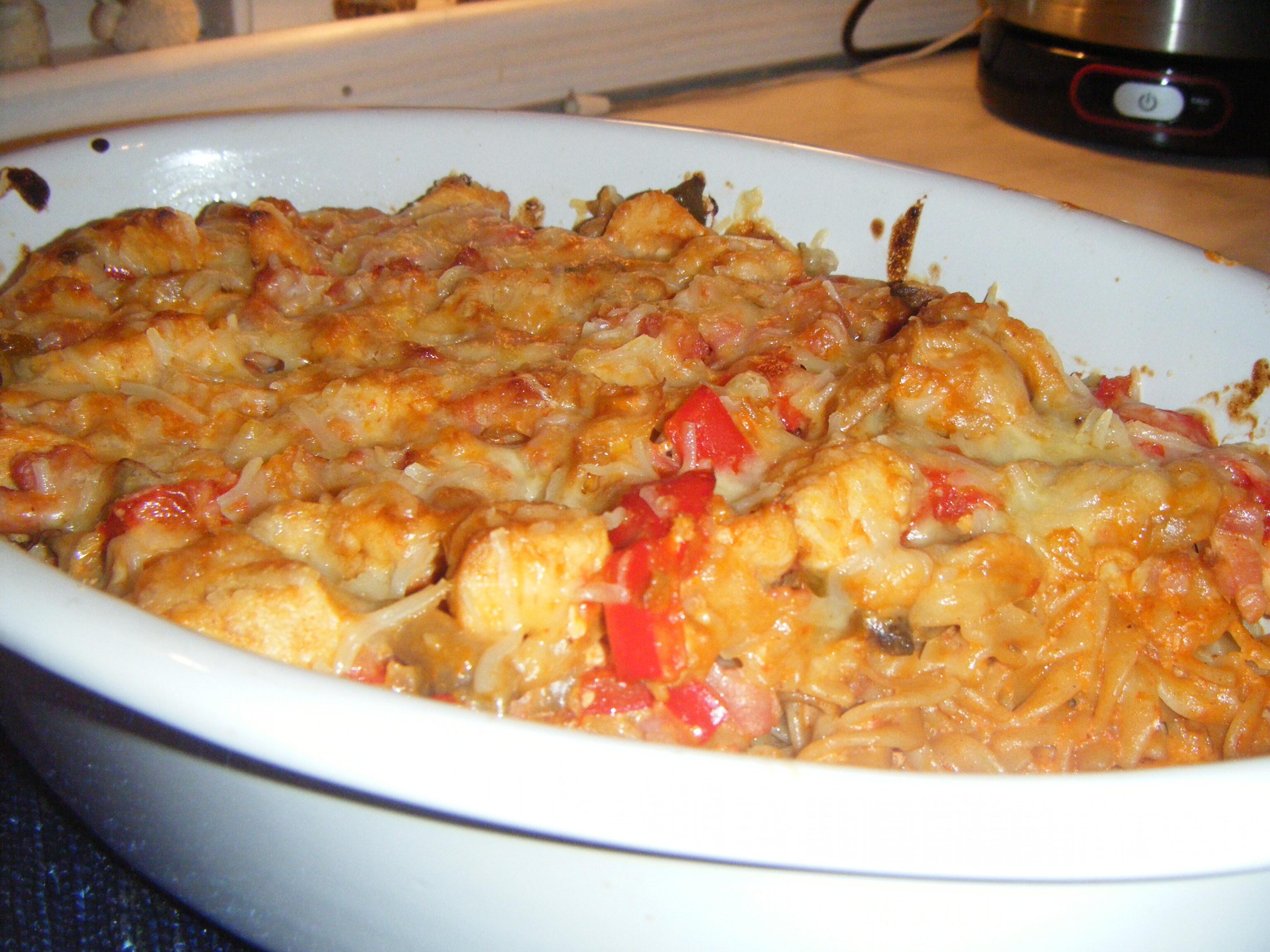 pastagratäng med kyckling och bacon