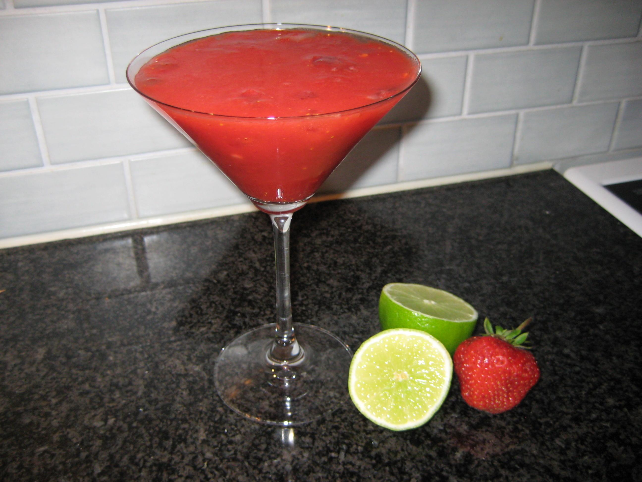 Smoothie  av vattenmelon, jordgubb och lime
