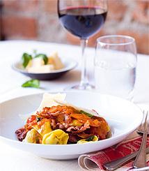 Tortellini med parmaskinka och tomatsås
