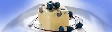 Vit chokladglass med blåbär