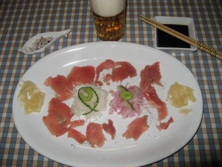 Sashimi på tonfisk och rädisor