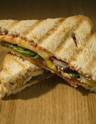 Grillad smörgås med medvurst och skinka