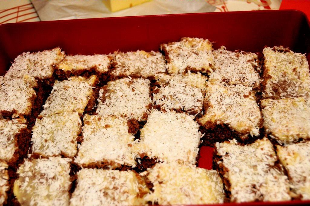 Chokladrutor med smörkräm och kokos