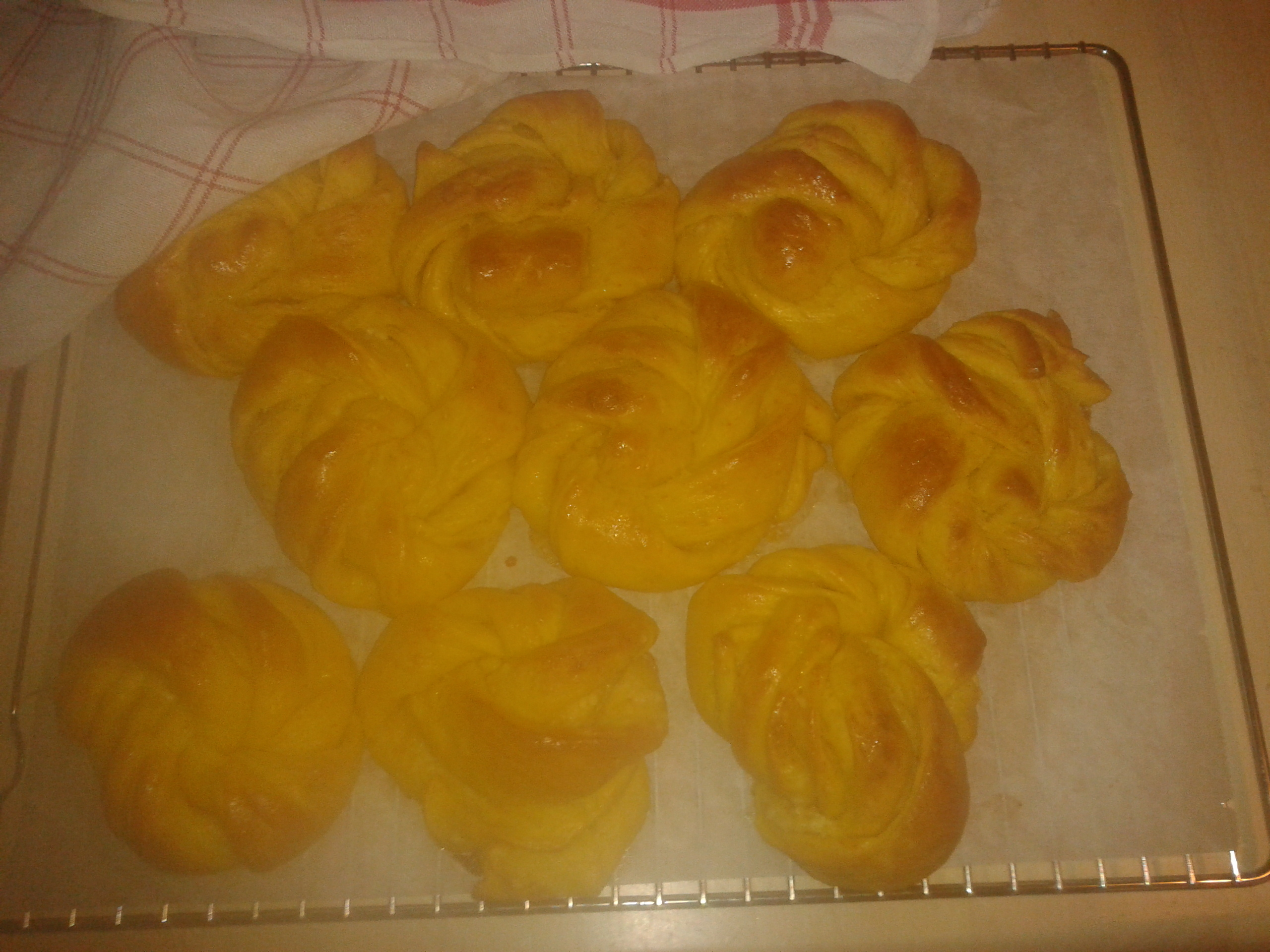 Saffransbullar med apelsin och vit choklad