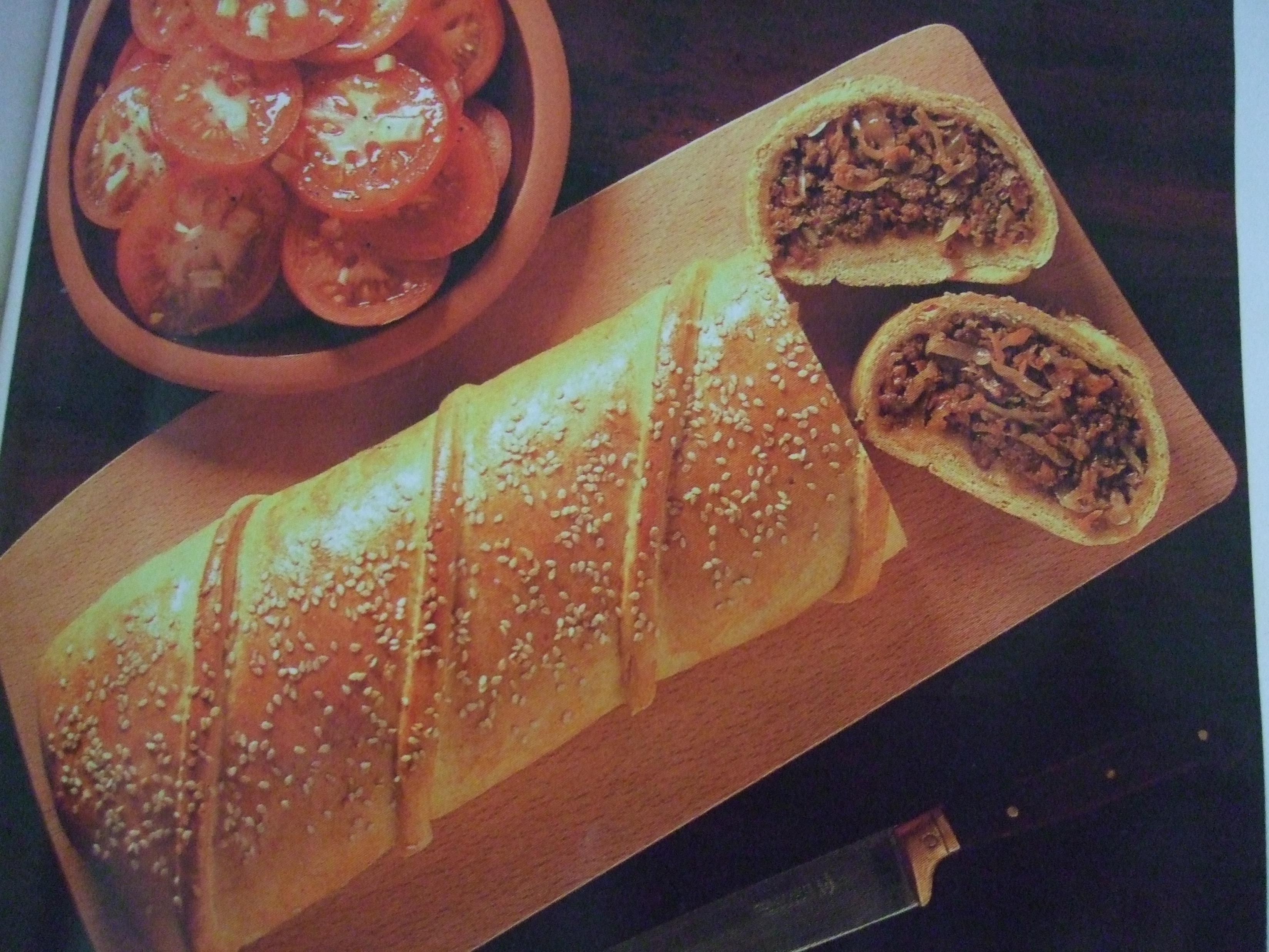 Köttfärsrulle med kryddigt kött-och grönsaksfräs