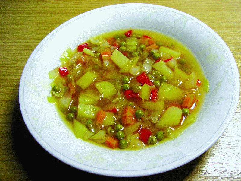 Vitkål- och grönsakssoppa