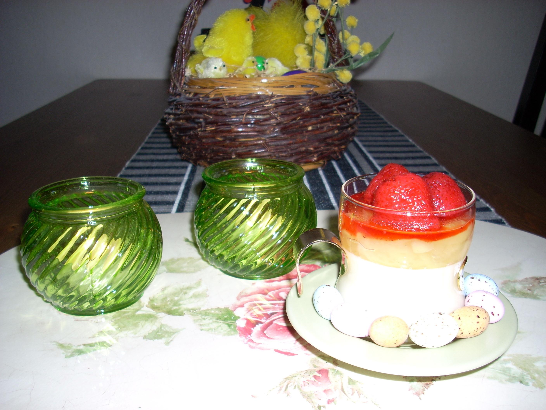 Påskpannacotta med jordgubbstopp