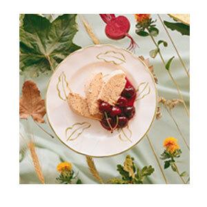 Nyponglass med rödvinskokta körsbär