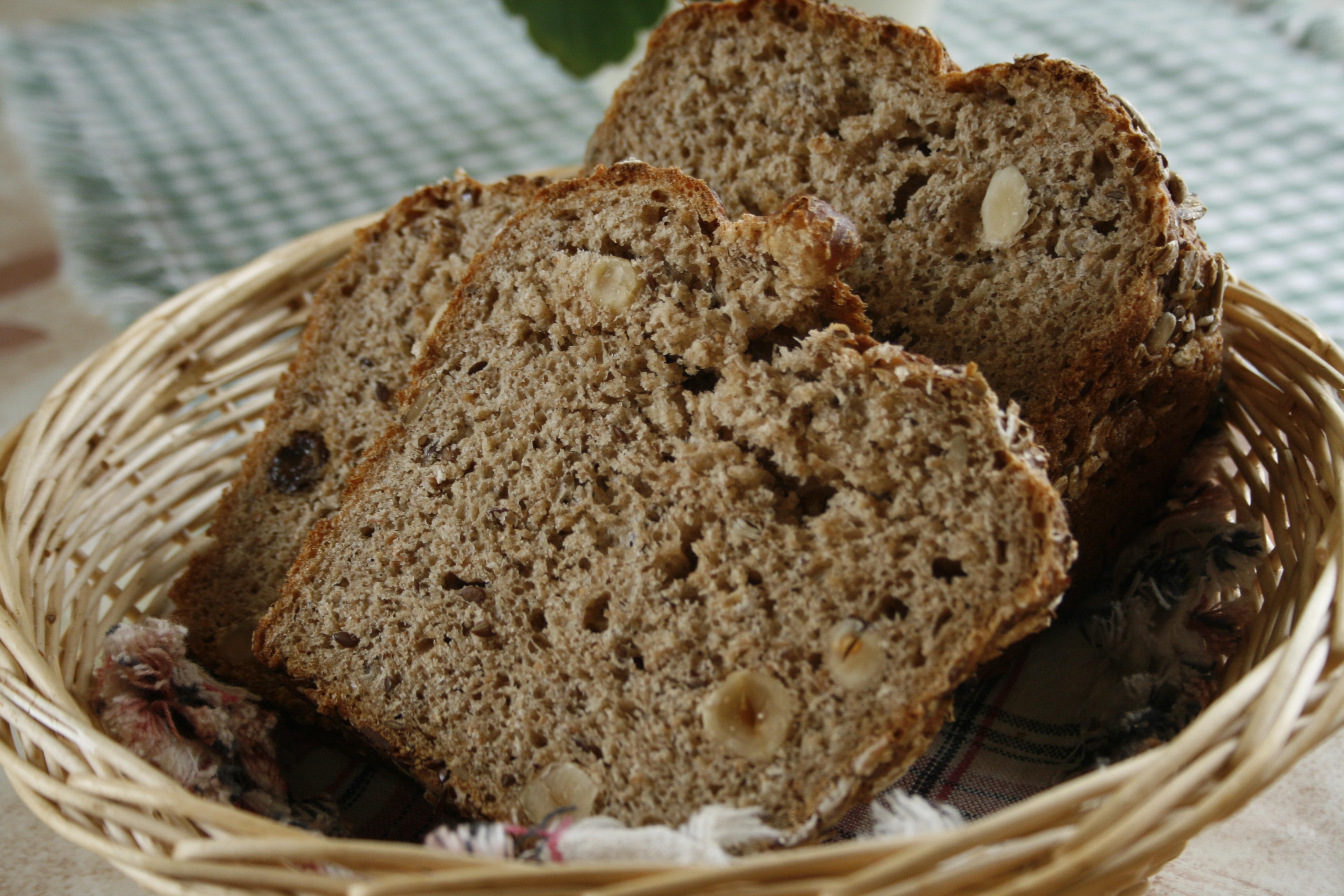grovt nötbröd i form