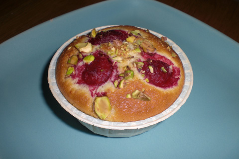 Vaniljcremefyllda hallon/pistage-muffins