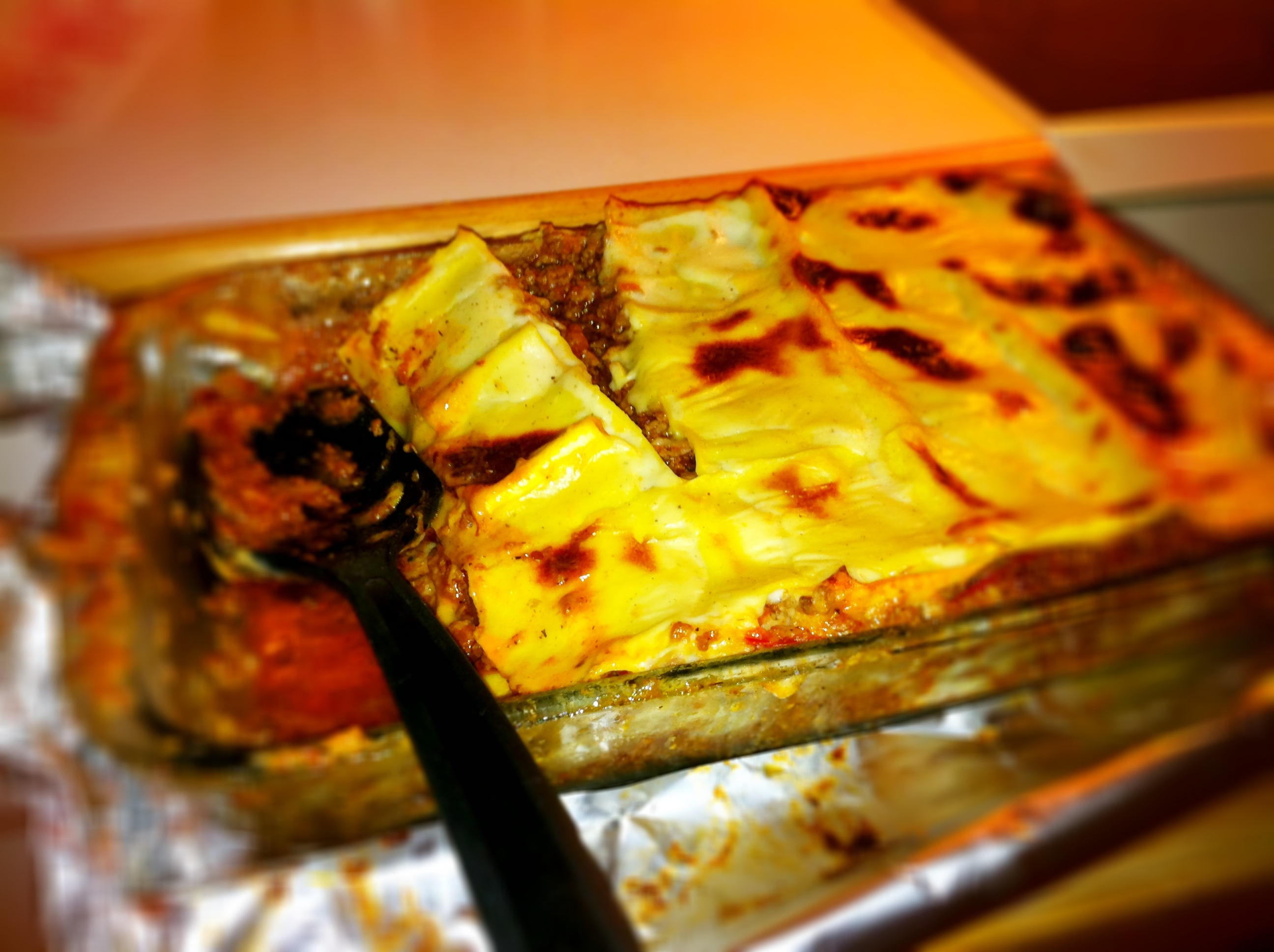 Lasagne med mango chutney, öl, kanel och bacon