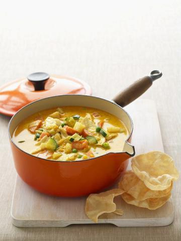 Indiskinspirerad hönssoppa med curry