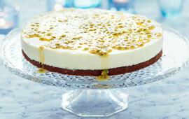 vit chokladmoussetårta med passionsfrukt