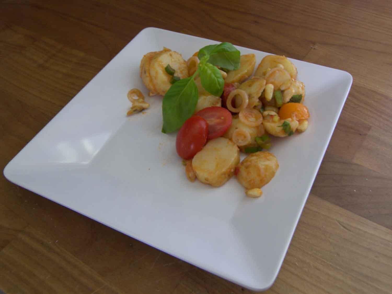 Tomatmarinerad potatissallad