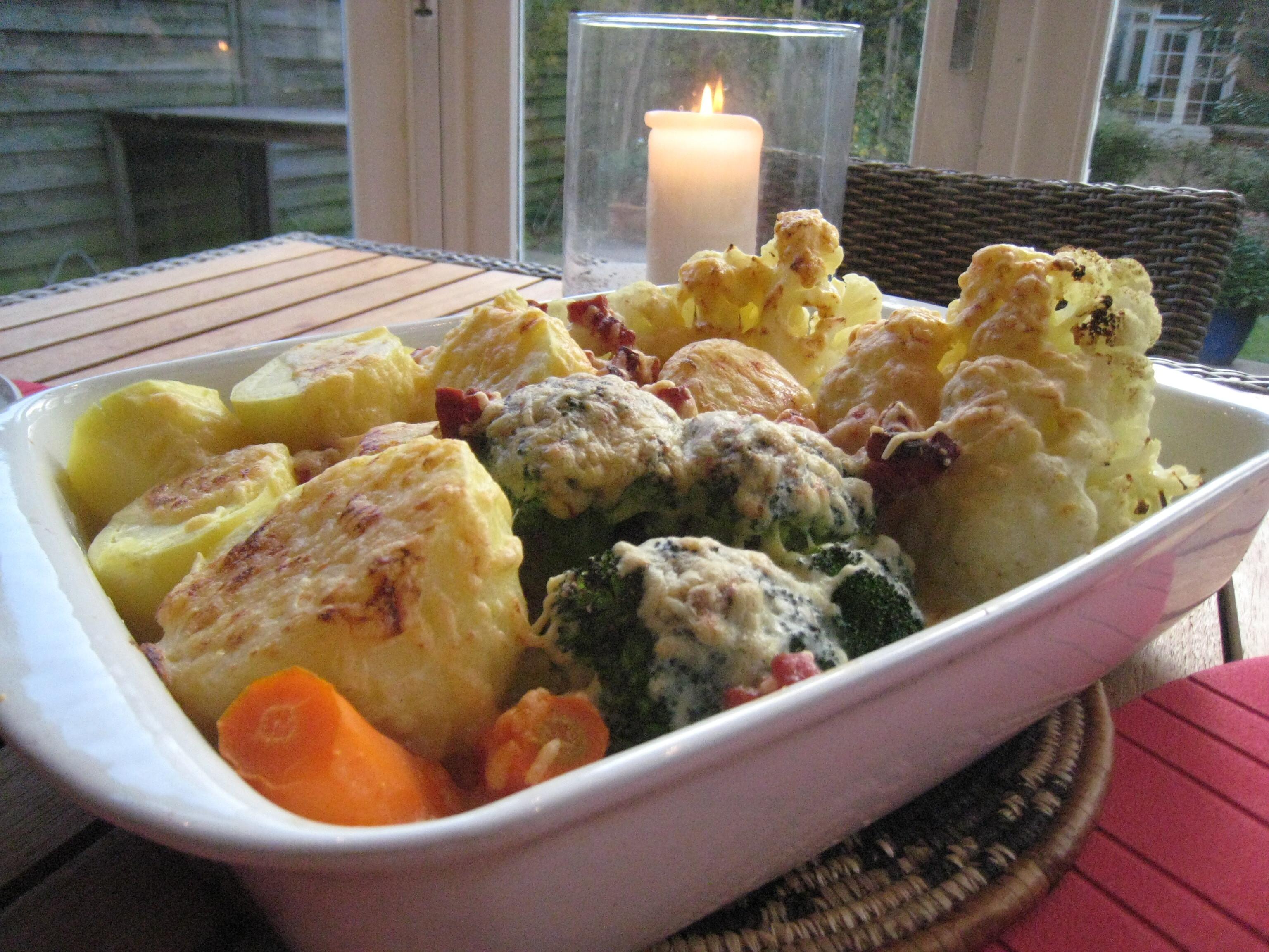 Blomkål- broccoli- och morotsgratäng