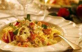 Färsk pasta med kräftstjärtar