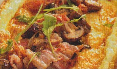 Ugnsomelett med bacon, svamp och vitlök