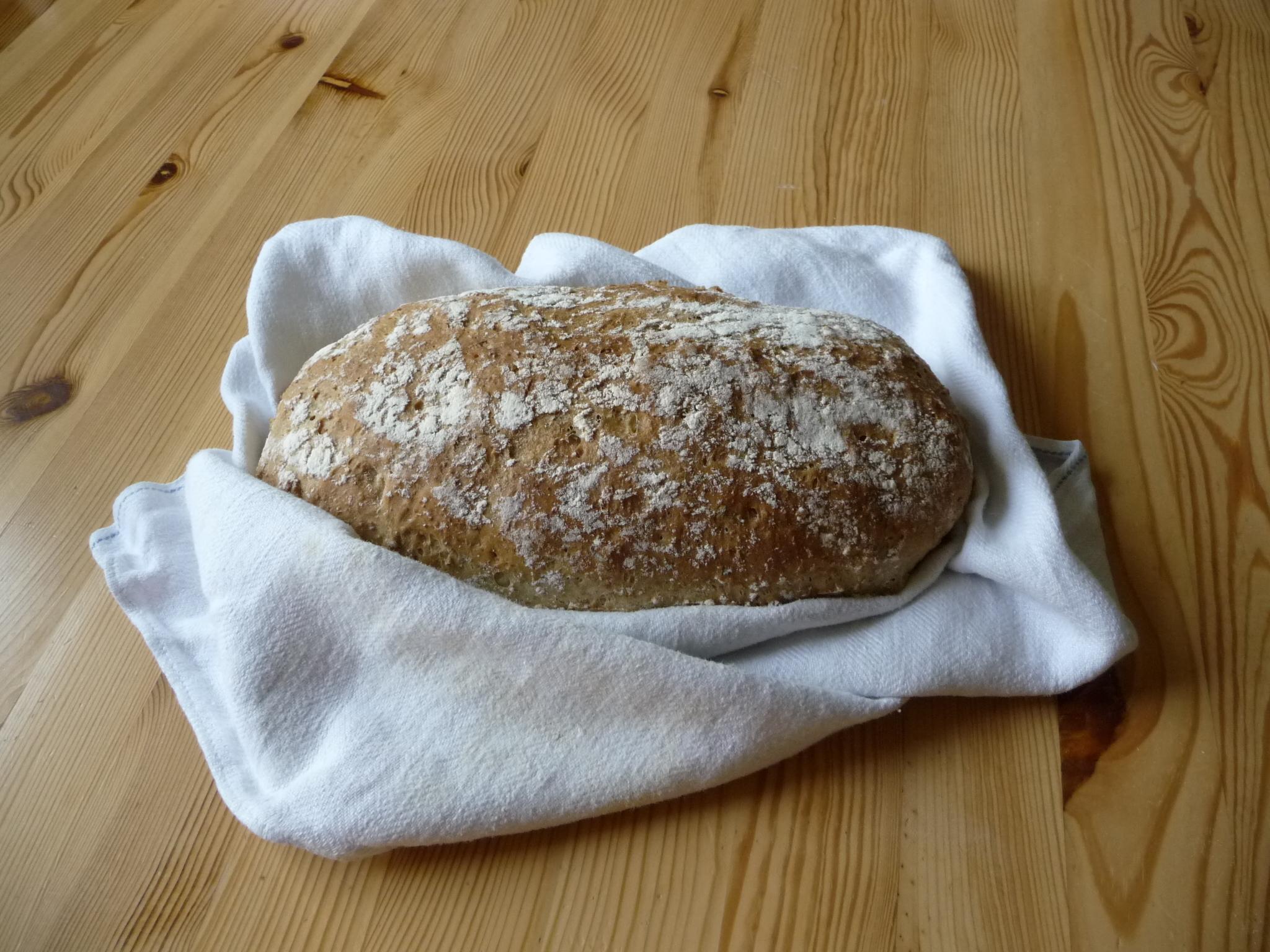 Brödlimpa med grahamsmjöl och dragon