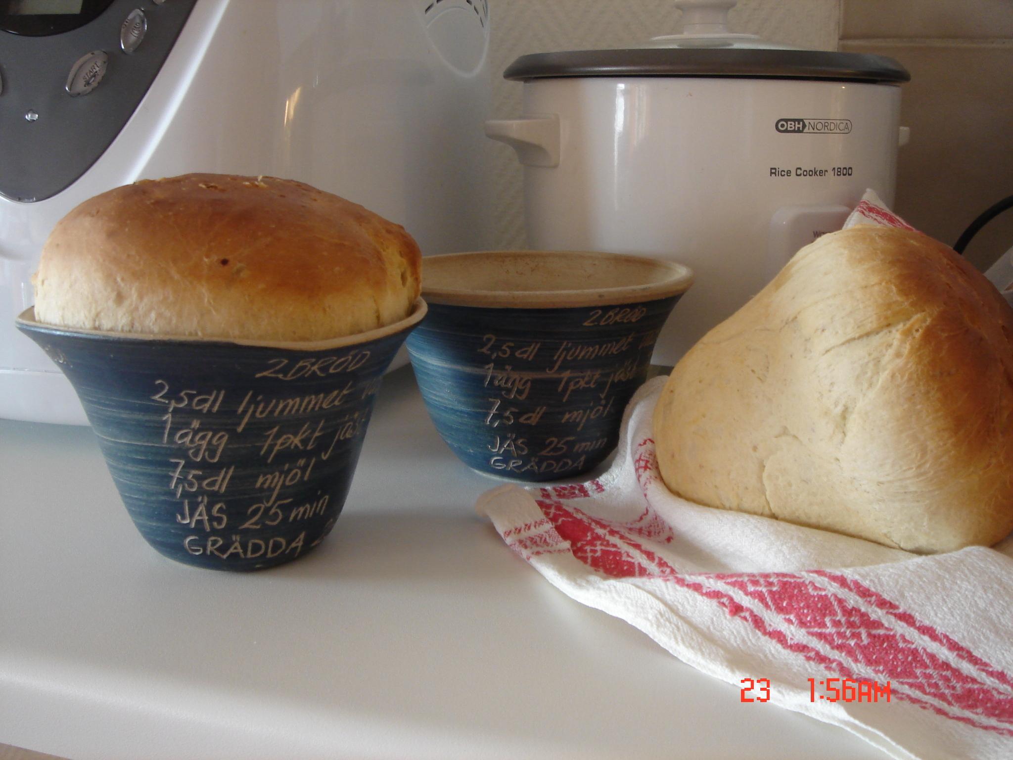 2 Bröd gräddad i kruka