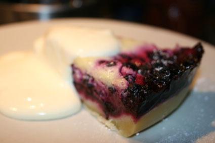 Blåbärspaj med crème fraiche