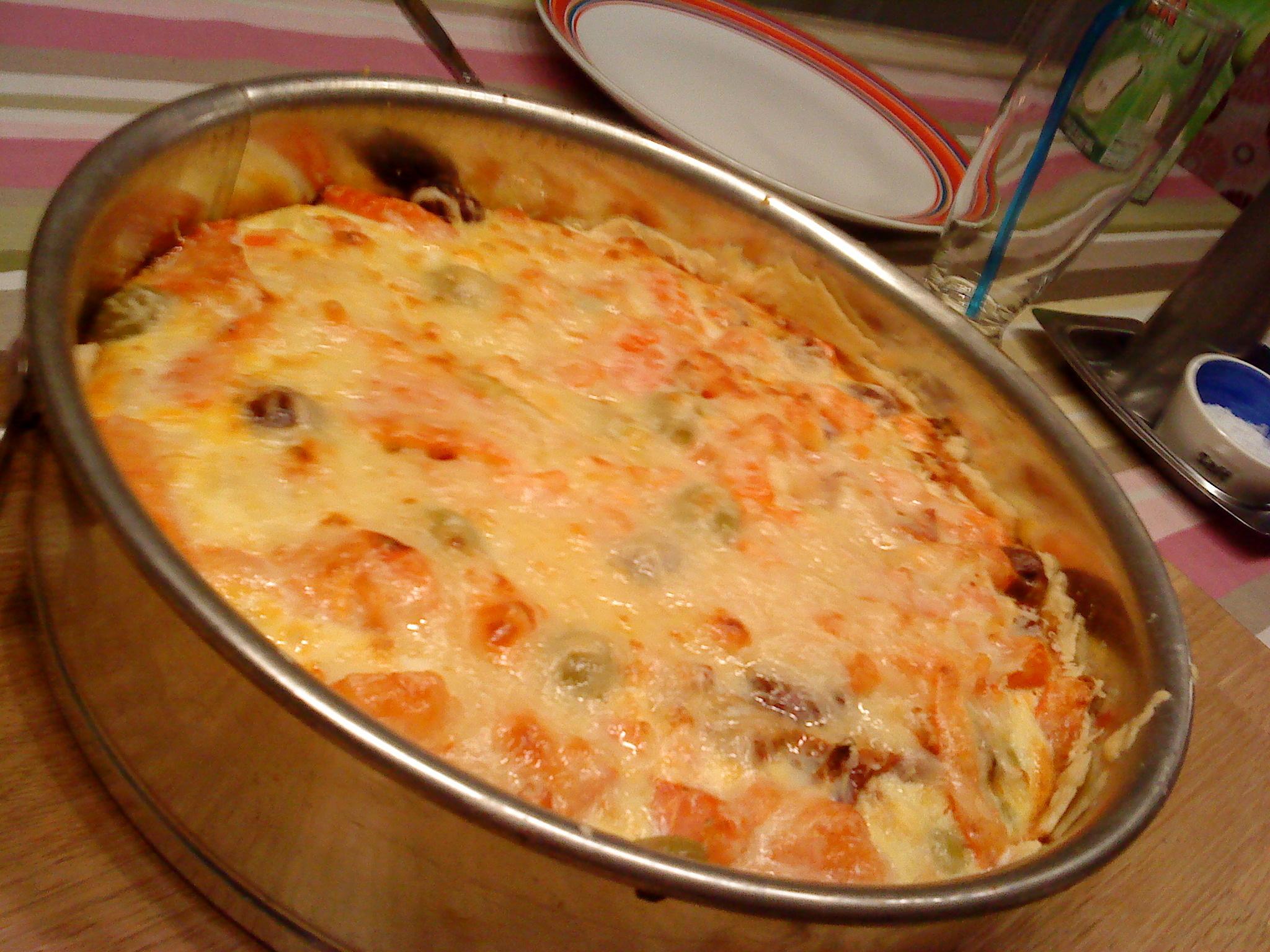 Italiensk paj med oliver och soltorkade tomater