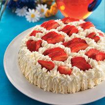 Midsommartårta med jordgubbar och vaniljkräm