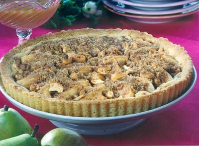 Päronpaj med nötter och kolasås