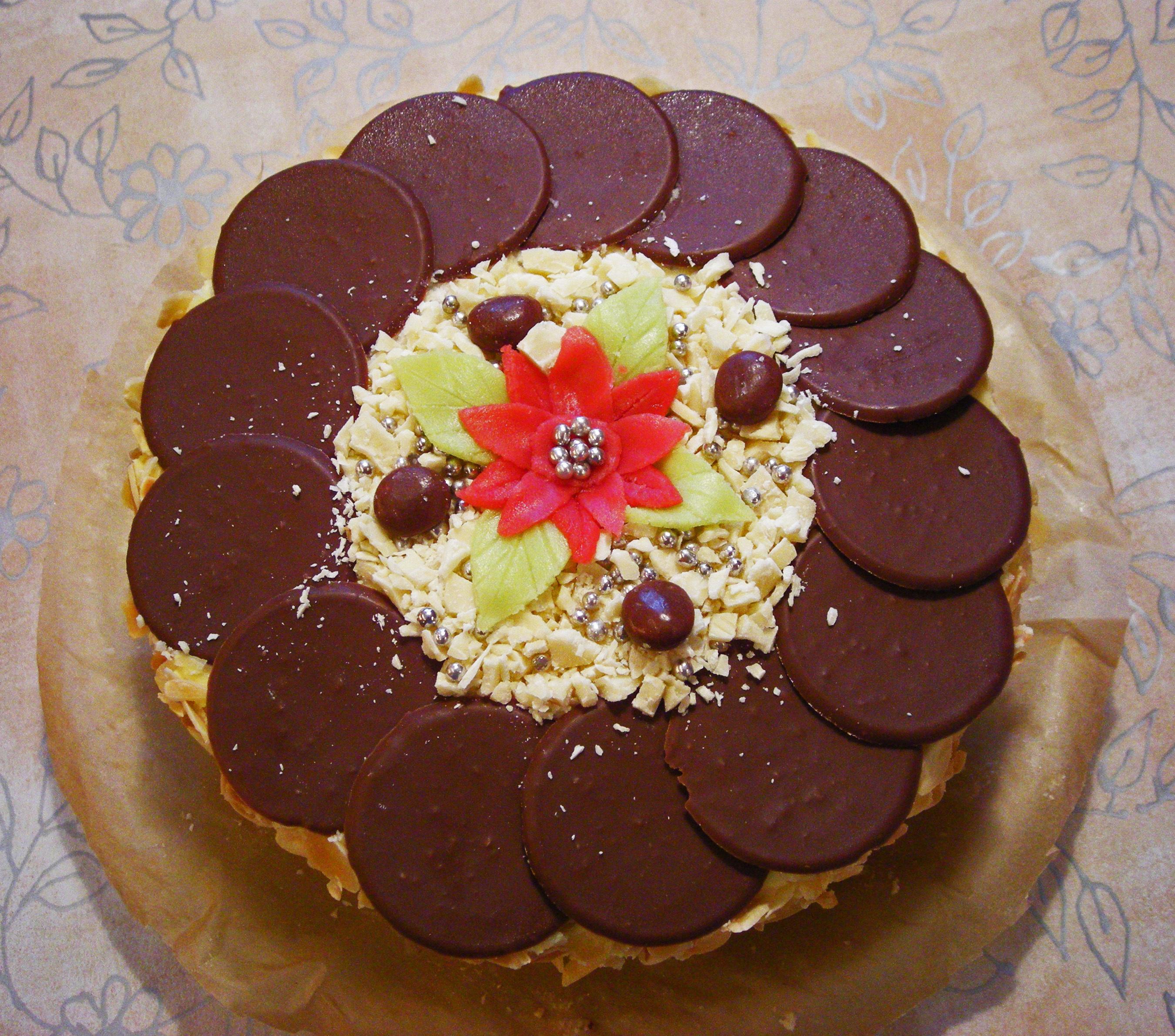 Marängtårta med dumle- & vitchokladhasselnötsmousse