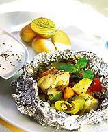 Fisk- och grönsakspaket med getoströra