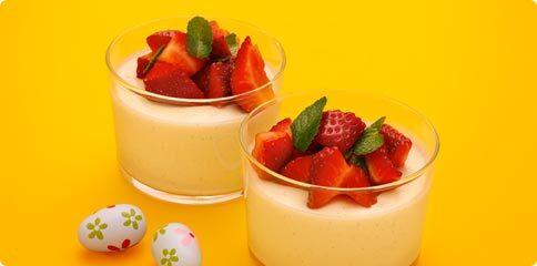 Pannacotta med jordgubbssallad
