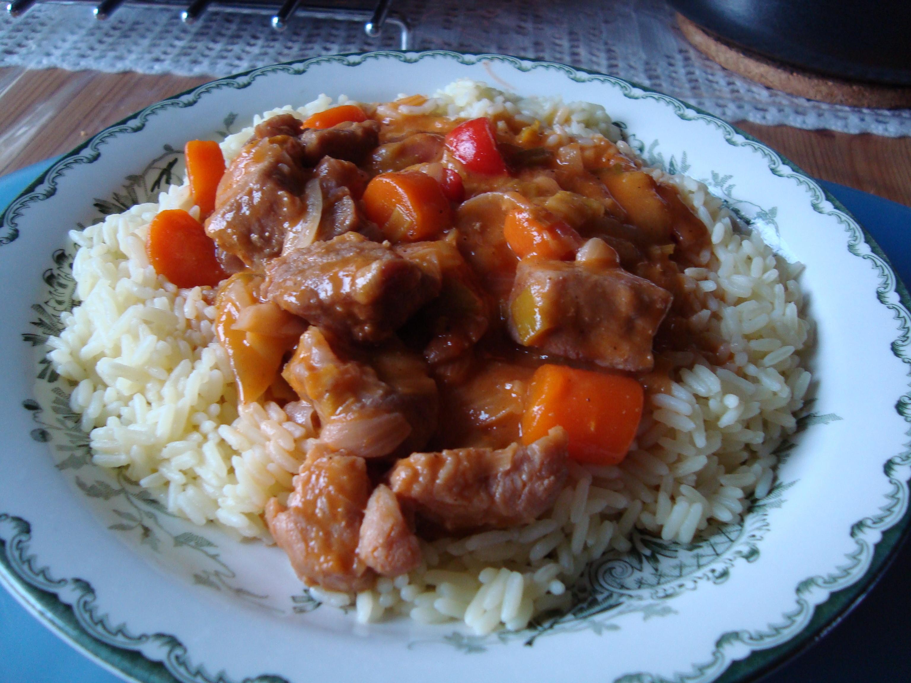 köttgryta fläskkött morötter matlagningsgrädde